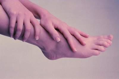 Медики рассказали, почему могут неметь ноги