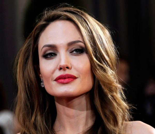 Кейт Миддлтон в гневе: Анджелина Джоли спровоцировала скандал в королевской семье
