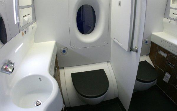 Туалеты в самолетах станут еще меньше