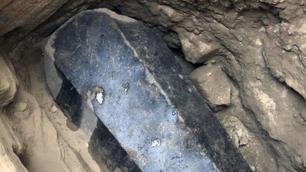 В Египте при раскопках нашли таинственный черный спркофаг