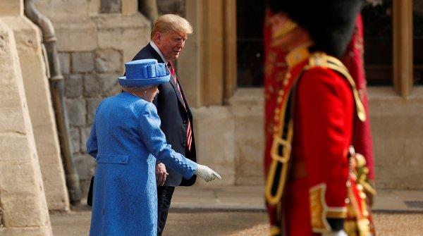 Оконфузился: Дональд Трамп потерял королеву Елизавету II