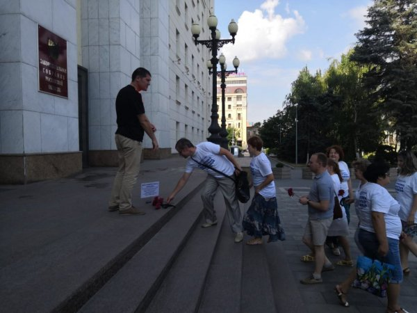 В Ростове обманутые дольщики организовали акцию «Усопшая совесть»