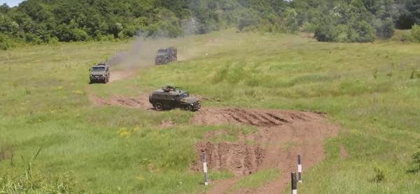 В Сети появились кадры военных учений на новейших бронеавтомобилях