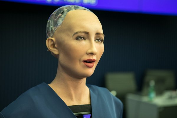 Гуманоидный робот София съездила в Индию и рассказала о будущем
