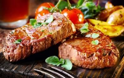 Диетологи выяснили, чем заменить красное мясо, чтобы стать долгожителем
