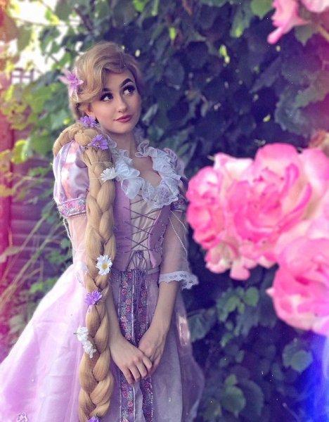 Одержимая принцессами: Британка-фрик шокировала Сеть своим внешним видом