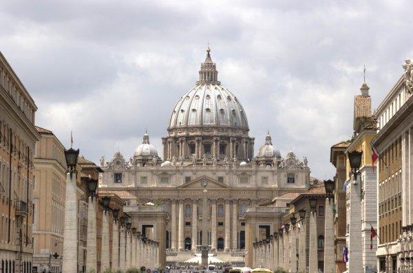 Будущие «невесты Христа» получили от Ватикана разрешение не хранить девственность