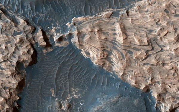 NASA обнаружило древнее озеро на Марсе