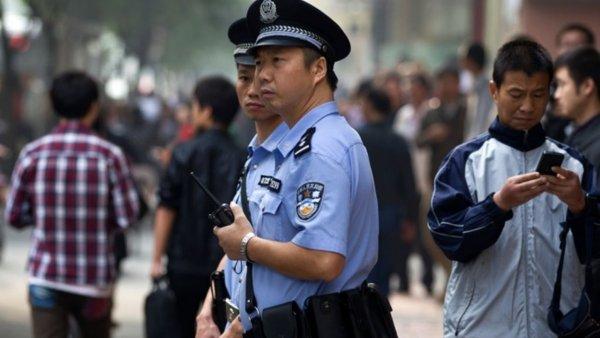 Китайские полицейские «вычисляют» нарколаборатории по канализационным водам