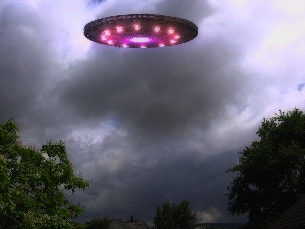 Изучают противника: В Липецке местный житель заснял НЛО во время авиашоу