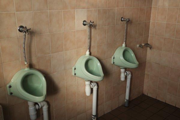 Женщина засудила соседей за грязный туалет в Екатеринбурге