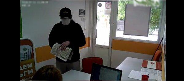 Парень ограбил офис в Бирюлёво с помощью газеты
