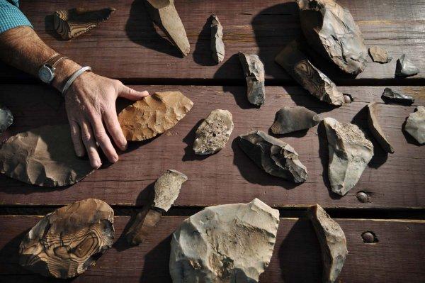 Рыбак из Краснодарского края нашел древний камень с «микрочипом»