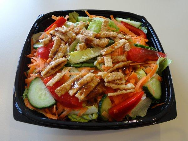 Взрывная диарея и рвота: Салат из McDonald's был заражением паразитом