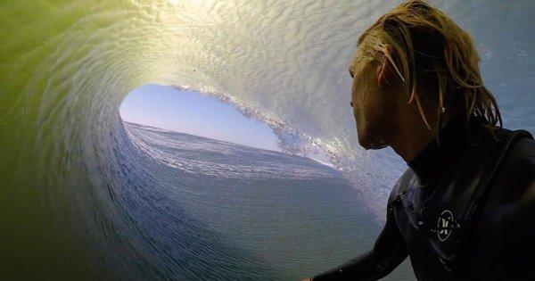 Серфер с Гавайев побывал внутри гигантской «волны мечты»