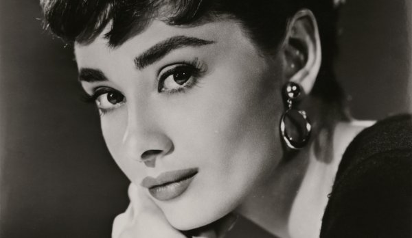 Журнал Vogue составил список самых красивых брюнеток