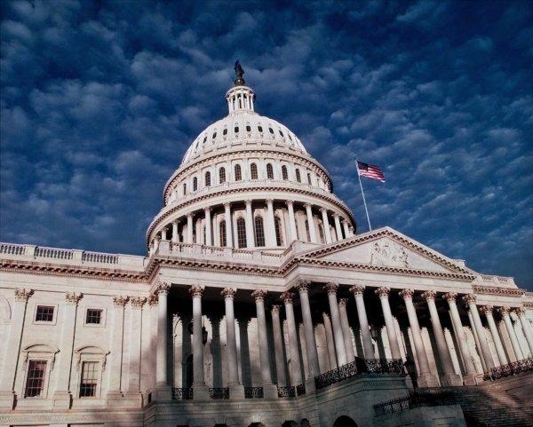 У здания американского Конгресса обнаружили авто с оружием и боеприпасами