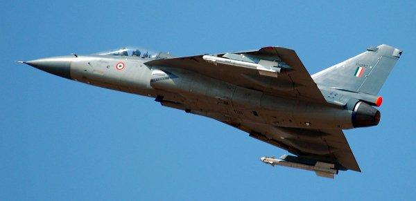Индия возобновляет тестирование морской версии истребителя Tejas