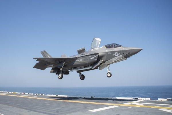 У истребителя ВВС Великобритании F-35b возникли в небе проблемы при дозаправке