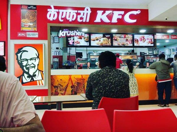 Из-за слишком горячей подливки KFC мальчик попал в больницу