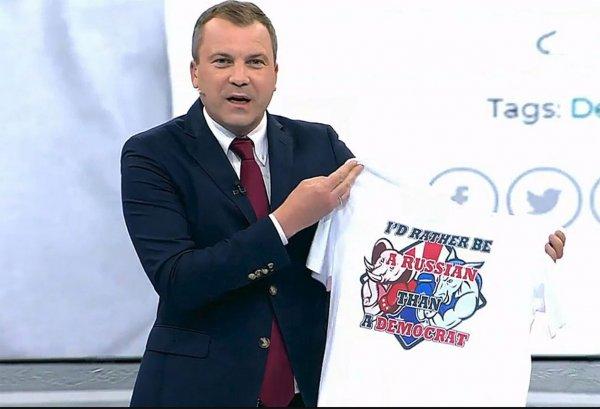 Американские либералы негодуют: В США массово раскупают пророссийские футболки