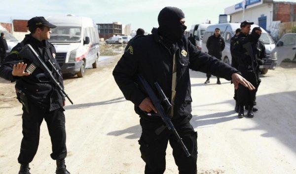 «Избивают и угрожают ножами»: на курортах Туниса орудует банда грабителей