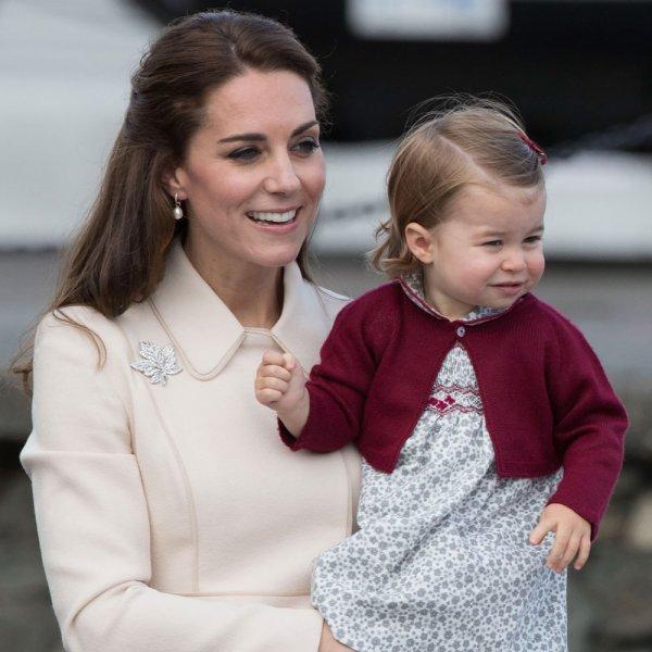Чтение и математика: Трехлетняя дочь Кейт Миддлтон и принца Уильяма пошла в школу