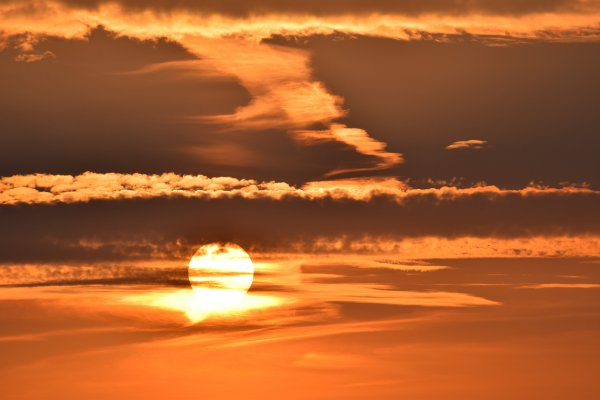 Приближение Нибиру к Земле окрасило небо в оранжевый цвет