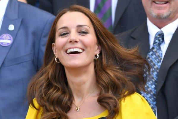 Королева запретила Меган Маркл и Кейт Миддлтон носить бриллианты