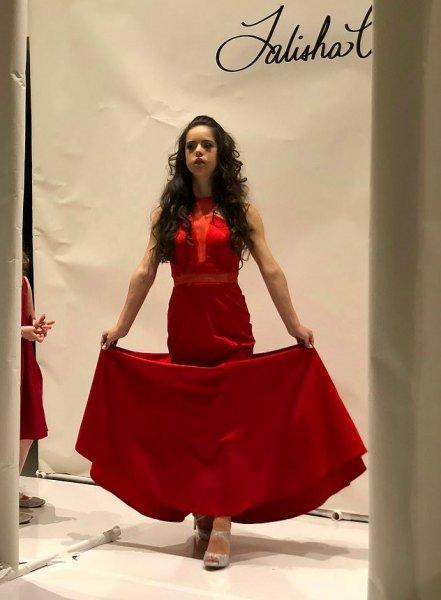 Модель с синдромом Дауна вызвала фурор на Неделе моды в Нью-Йорке