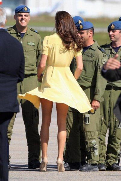 «Стыд и срам!»: Кейт Миддлтон с задранной юбкой насмешила поклонников