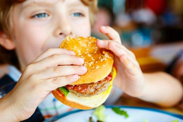KFC обвинили в детском ожирении в Великобритании