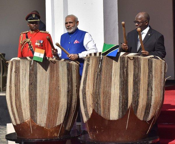 Власти Танзании почтили память погибших на пароме четырехдневным трауром