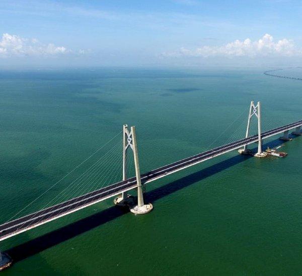 Открылся самый длинный морской мост в мире между Гонконгом и материковым Китаем