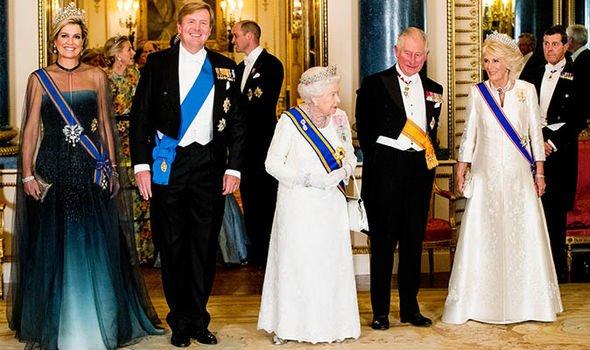 «Пошла против королевы!»: Кейт Миддлтон нарушила протокол на королевском банкете – СМИ