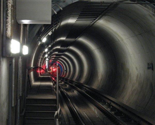 Илон Маск похвастался видео из скоростного туннеля под Лос-Анджелесом