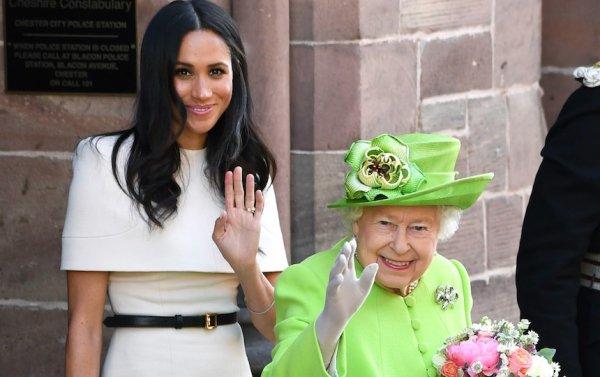 Странные традиции: Королева взвесит Меган Маркл после рождественского ужина – СМИ