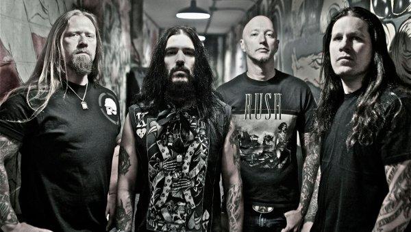 Фанатов выгнали с концерта Machine Head за секс в первом ряду