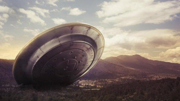 В небе над Стамбулом на видео попали сразу три НЛО – очевидцы