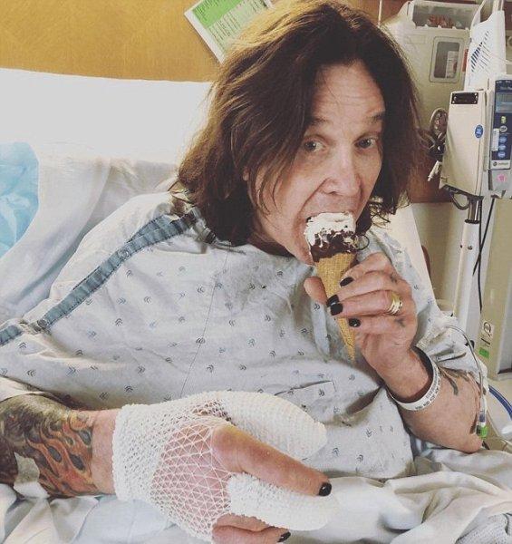 Инфекция одолевает: 69-летний Оззи Осборн перенес экстренную операцию – СМИ