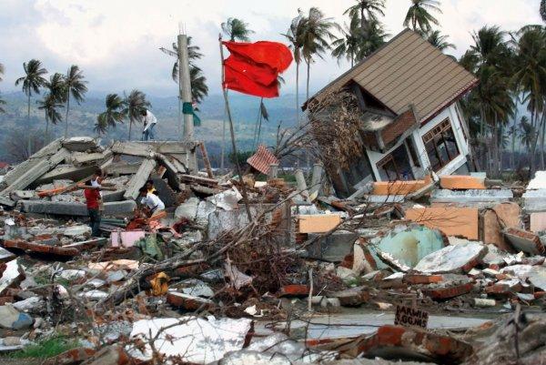 В Сети появилось видео разрушения двух районов в Индонезии