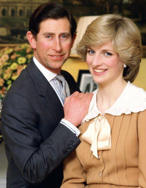Брак леди Дианы и принца Чарльза разрушил один телефонный звонок – биограф