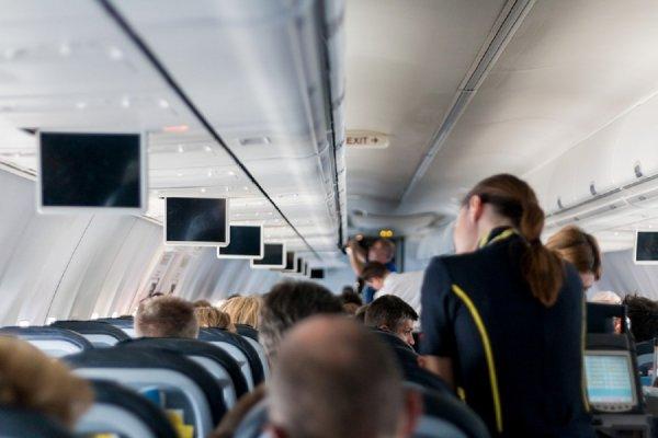 Стюардессы рассказали о первых признаках проблемных пассажиров в самолетах