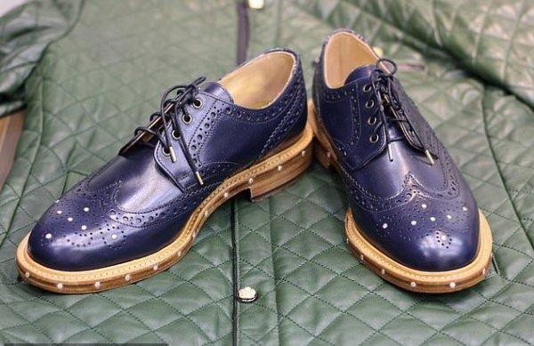 Британский дизайнер создал бриллиантовые мужские туфли за $13 000