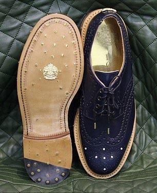 Британский дизайнер создал бриллиантовые мужские туфли за  000