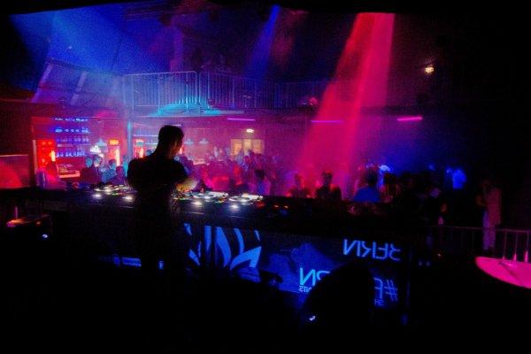 Шесть человек погибли из-за давки в ночном клубе Италии