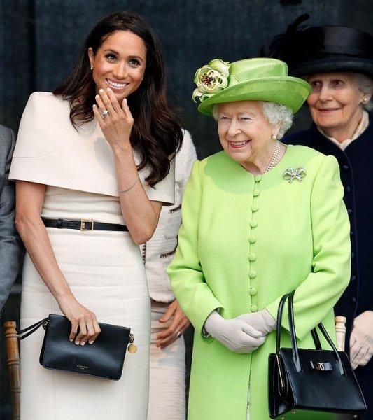 Королева Елизавета II придумала работу для беременной Меган Маркл - СМИ