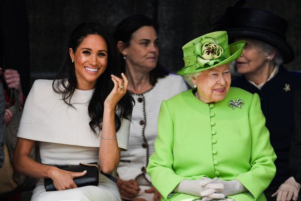 «Верните дочь!»: Отец Меган Маркл обратился к 92-летней королеве Елизавете – СМИ