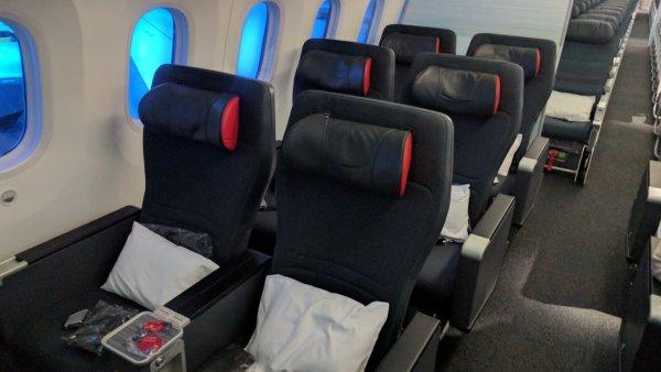Пассажирам самолета устроили допрос из-за просьбы не шуметь