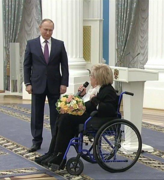 Владимир Путин поздравил Галину Волчек с юбилеем в театре «Современник»